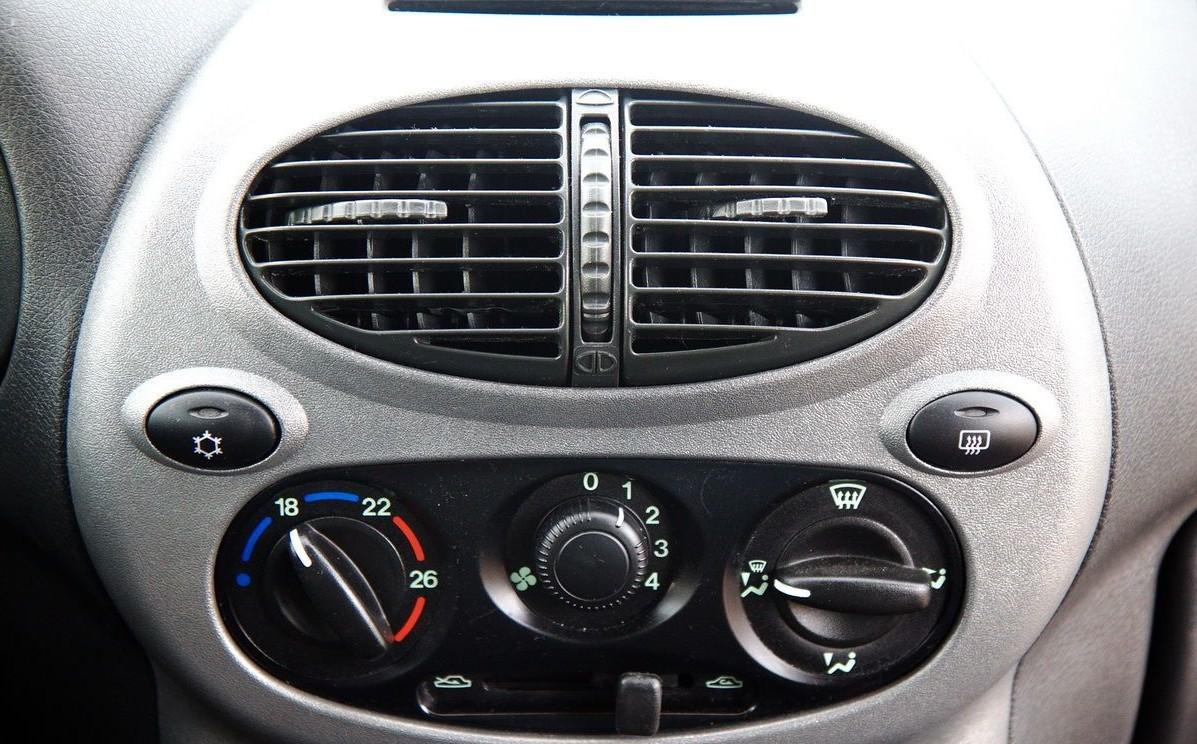 Климатическая система в автомобиле Лада Гранта