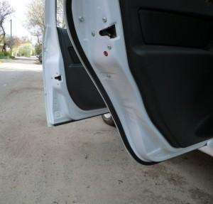 Дополнительные уплотнители дверей автомобиля